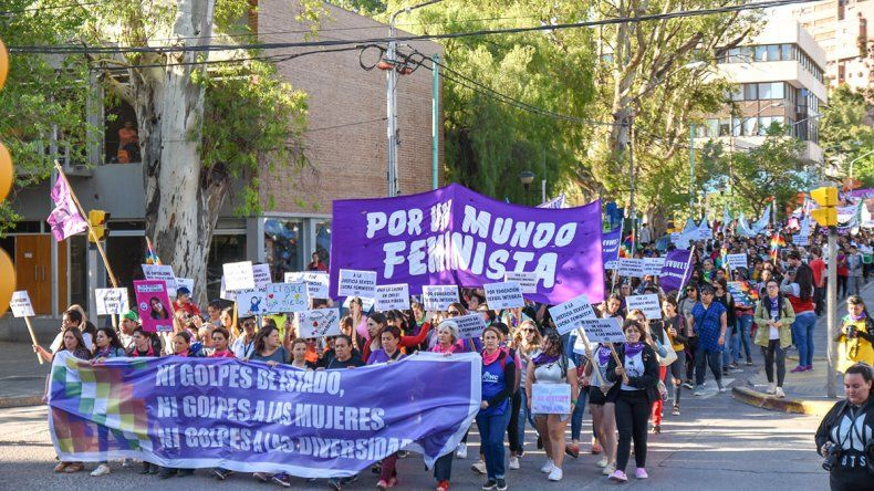 Más de cinco mil neuquinas marcharon contra la violencia machista