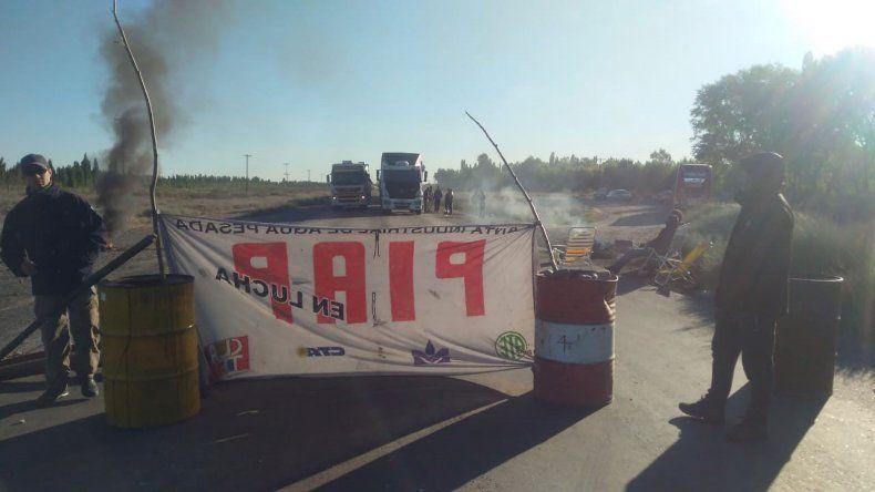 Conflicto en la PIAP: los trabajadores siguen en la Ruta 22 y mantuvieron el corte toda la noche