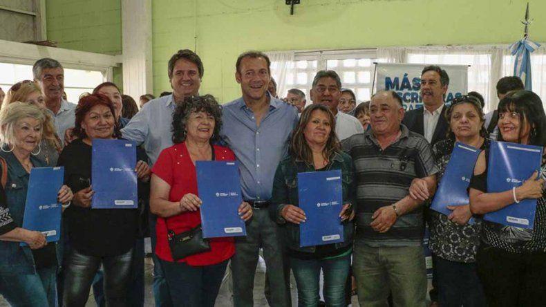 Gutiérrez entregó 150 escrituras a familias de distintos barrios de la ciudad