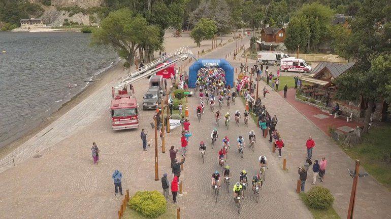 Cortan la Ruta de los Siete Lagos por un evento deportivo
