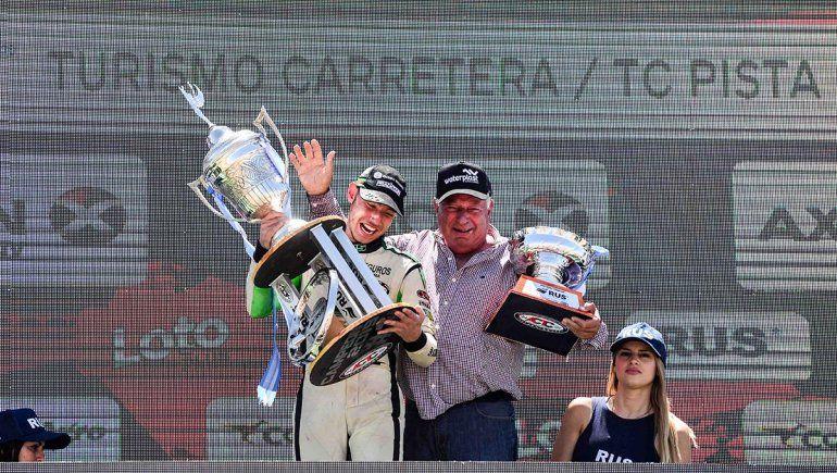 Un regalo de la vida: Ciantini celebró el campeonato con su abuelo