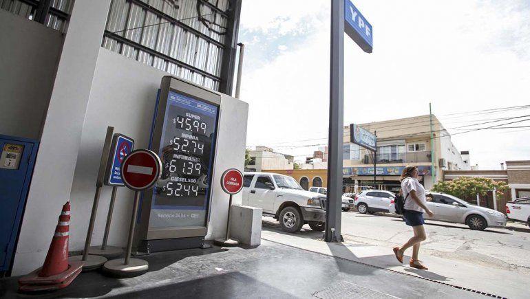 La nafta premium cuesta más de 52 pesos con la suba