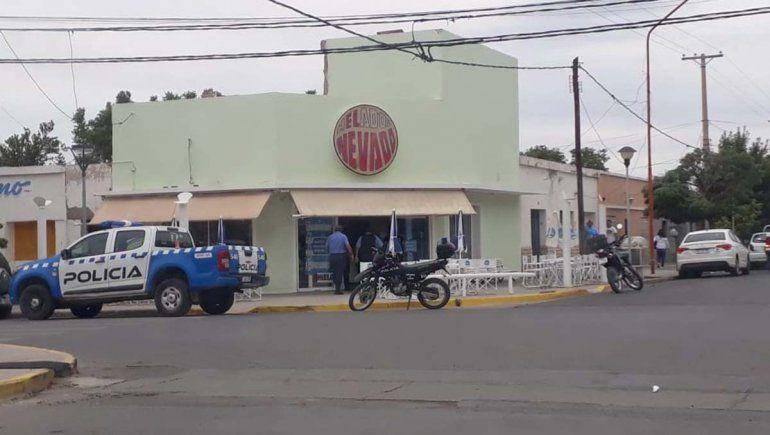 Encapuchados roban 200 mil pesos de una heladería en Cutral Co