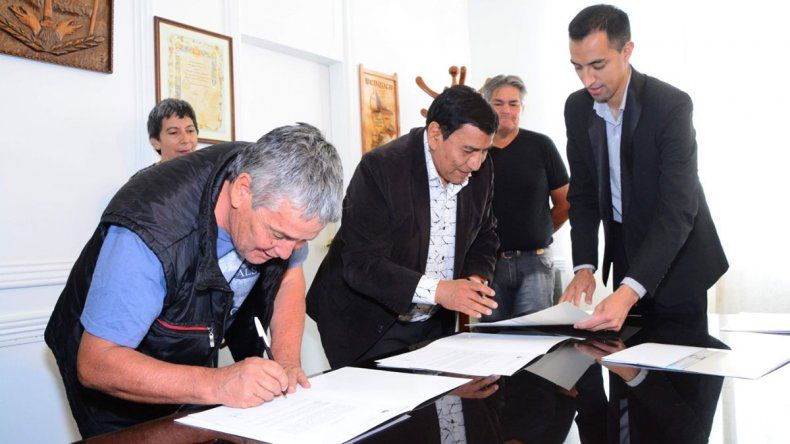 Cutral Co acordó un bono navideño para municipales y empleados transitorios