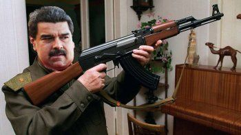 venezuela: maduro entregara 13.000 fusiles a obreros
