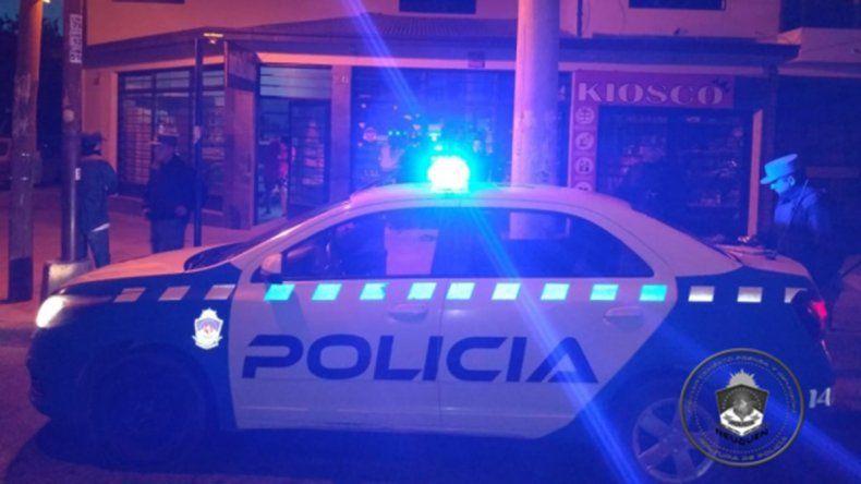 En plena madrugada, atraparon a tres jóvenes en medio de un robo a un kiosco