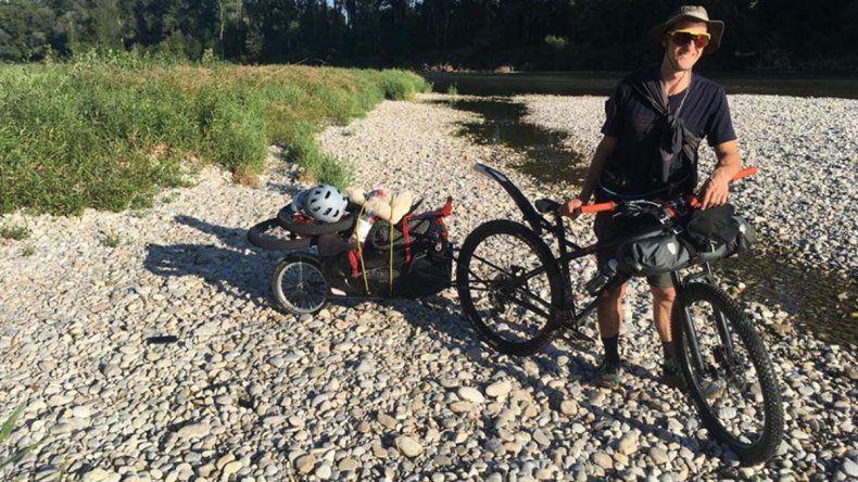 Viajó desde Alemania para recorrer la cordillera en bici y le robaron todas sus pertenencias