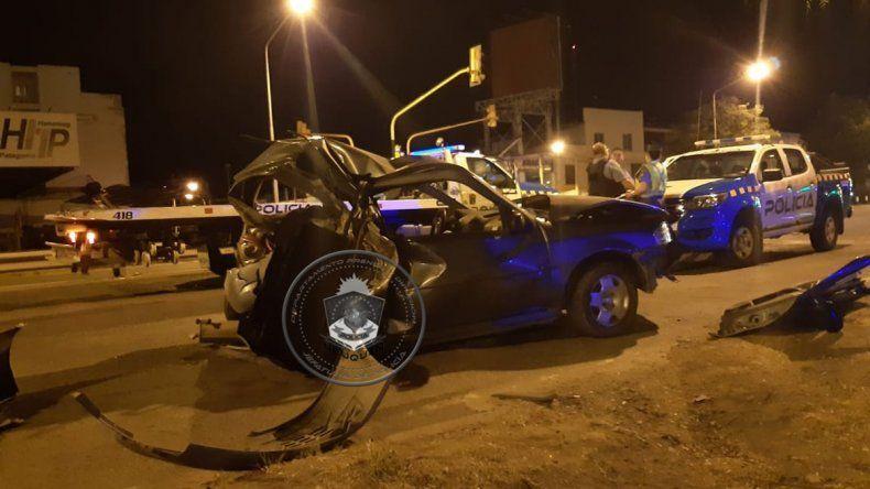 Ruta 22: esperaba el semáforo, una camioneta lo chocó desde atrás y pelea por su vida