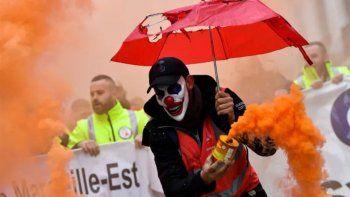 paris: huelga e incidentes entre policias y manifestantes