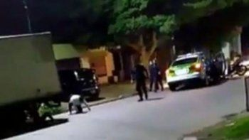 patrullero choco a una moto que habia escapado de un control policial