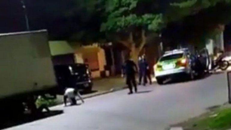 Terrible: patrullero chocó a una moto que había escapado de un control policial