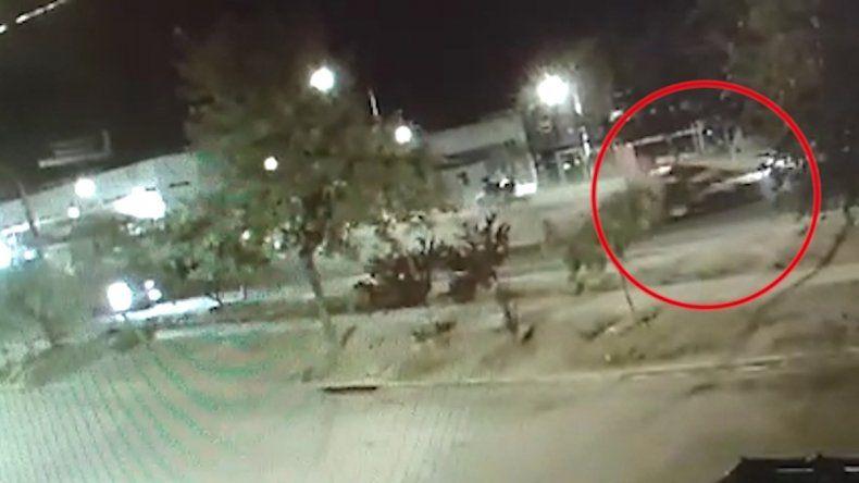 Así se desplazó el auto del policía tras el brutal choque en la Ruta 22