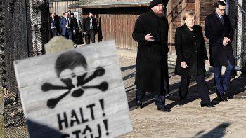 merkel estuvo en auschwitz contra el antisemitismo