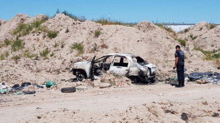 Convulsionó y murió: lo prendió fuego adentro del auto