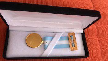mansilla denuncio que figueroa compro medallas de 33 mil pesos