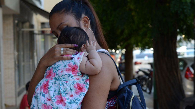 Seis de cada diez madres  no tienen ingresos propios
