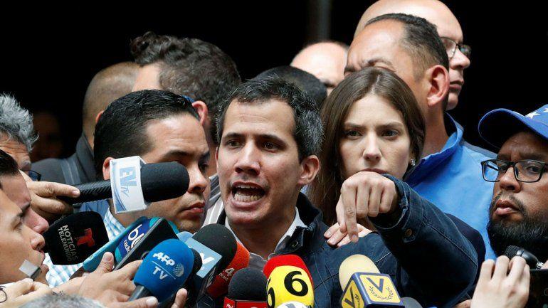 Chavismo quiere bloquear cuentas de Juan Guaidó
