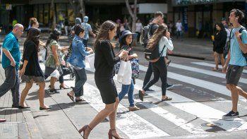 caminar y chatear potencia el dolor de cabeza y cuello