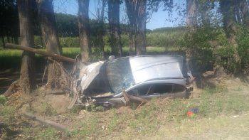 un joven de 19 anos murio tras volcar con su camioneta cerca de el chanar