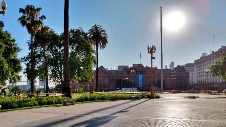 La primera medida de Alberto: sacaron las rejas de Plaza de Mayo