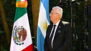 mexico ordena regresar a su embajador tras robar un libro