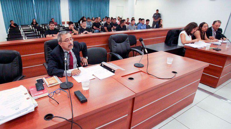 Acusaron a 35 policías por los certificados truchos
