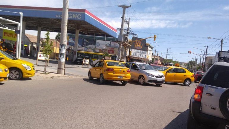 Los caza Yupi: taxistas emboscaron a otra conductora