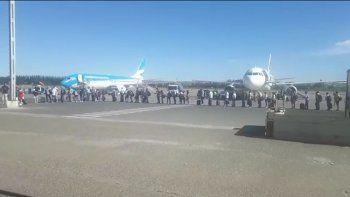 el aeropuerto colapso y la pista fue un caos por arribo de cuatro vuelos