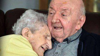 nunca dejo de ser madre: tiene 98 y se interno en un geriatrico para cuidar al hijo de 80