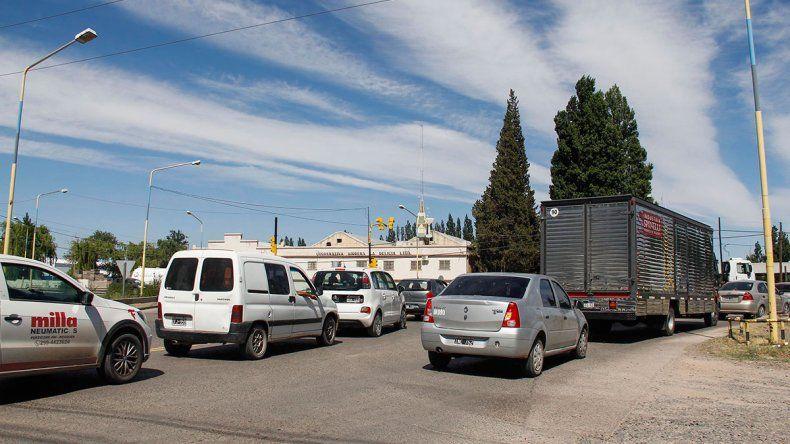 Largas demoras por el semáforo de Ruta 151 y Moreno
