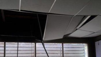 susto: un tanque de agua cayo dentro de un aula en el ifd