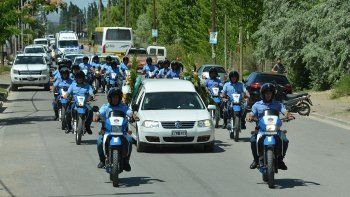 familiares y companeros despidieron al policia amaya