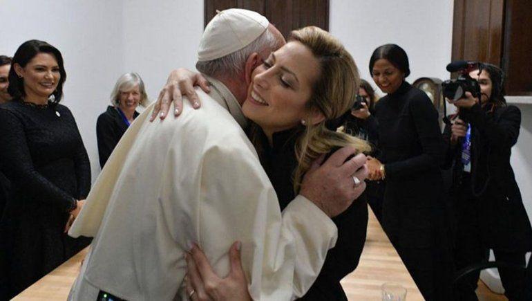 La visita a Francisco, la primera actividad oficial de Fabiola Yañez