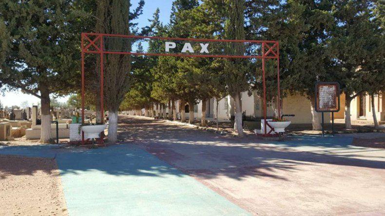 Denunciaron el robo de 30 placas de tumbas del cementerio de Plaza Huincul