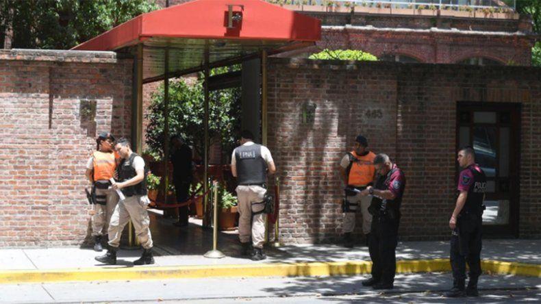 Un turista inglés murió tras ser baleado en un robo y otro está en grave estado