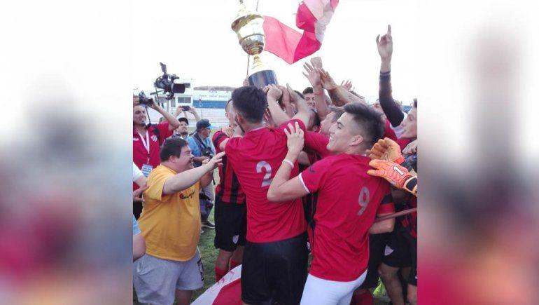 Panchito, el fana del Rojo, cumplió el sueño de su vida y entregó la Copa