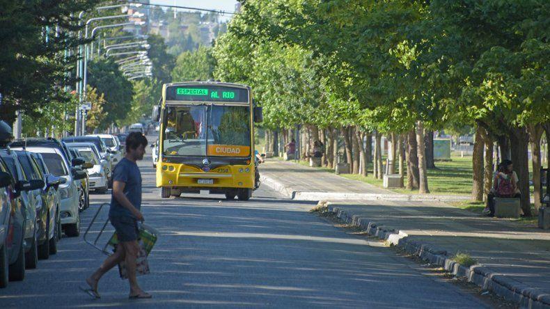 La ciudad pagó el aumento salarial prometido a la UTA