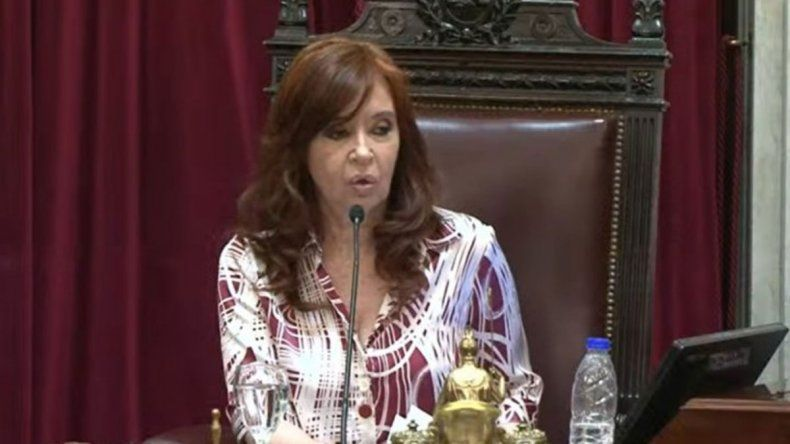 Cristina trató de machista al senador Mayans en su primera sesión del Senado