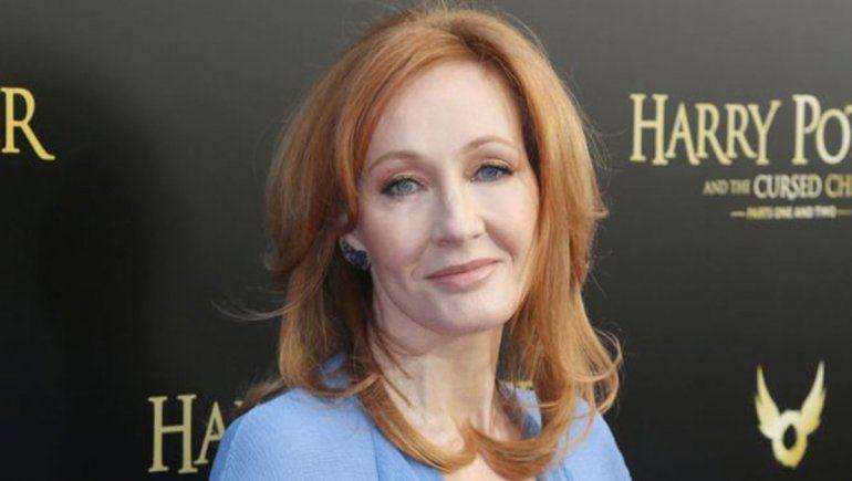 J. K. Rowling fue acusada de transfobia por un tuit