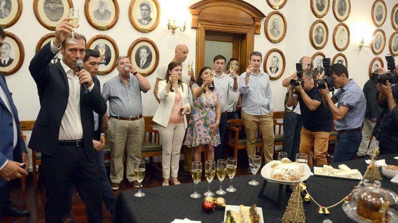 Gutiérrez brindó con periodistas y pidió más libertad de expresión