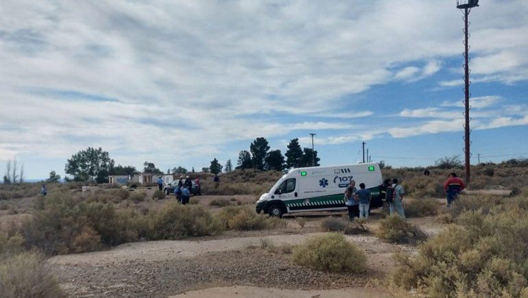 La Policía evitó que un joven se tire de una torre de iluminación