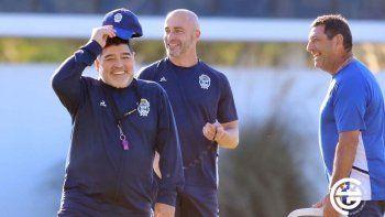 Maradona visitará La Bombonera en un par de semanas.