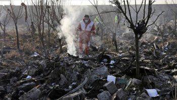 el avion ucrania fue derribado por dos misiles iranies