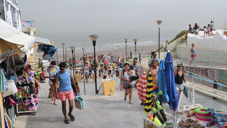 El viento llevó las cenizas a la playa en Las Grutas