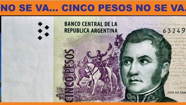 Una ONG pide la donación de billetes de $5, antes de que salgan de circulación