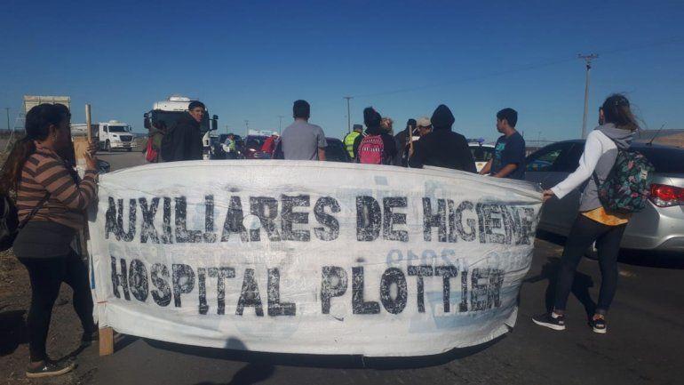 Tercerizados del hospital de Plottier levantaron el corte en Arroyito