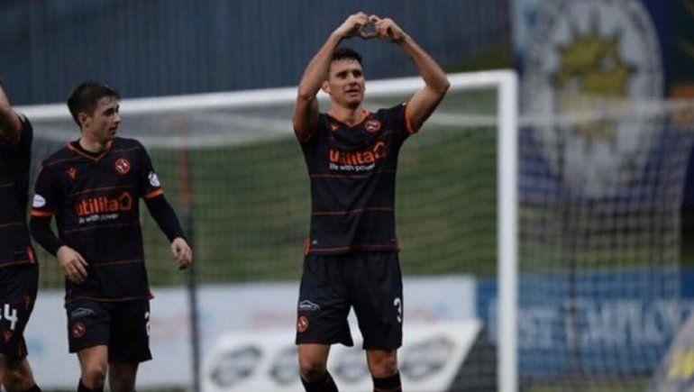 El neuquino Adrián Sporle: titular, gol y puntero en Escocia