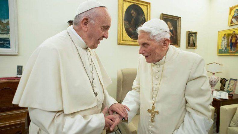 Benedicto rompió el silencio para contradecir a Francisco