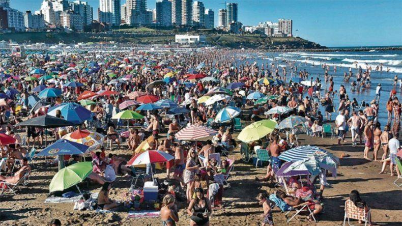 Polémica: alquilar una sombrilla en Mar del Plata sale más caro que en Montecarlo