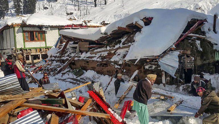 Atroz avalancha de nieve deja 50 muertos en Pakistán